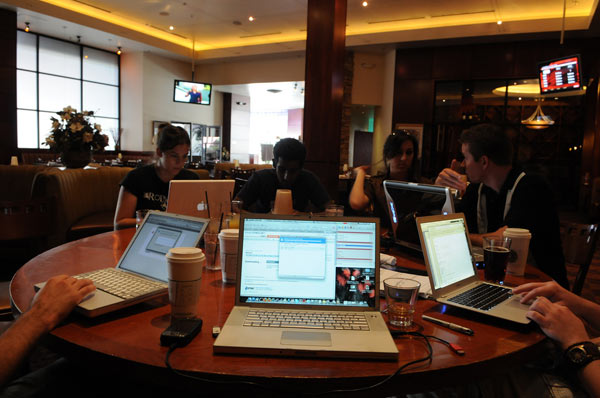 El 55% de los internautas busca información en las webs corporativas