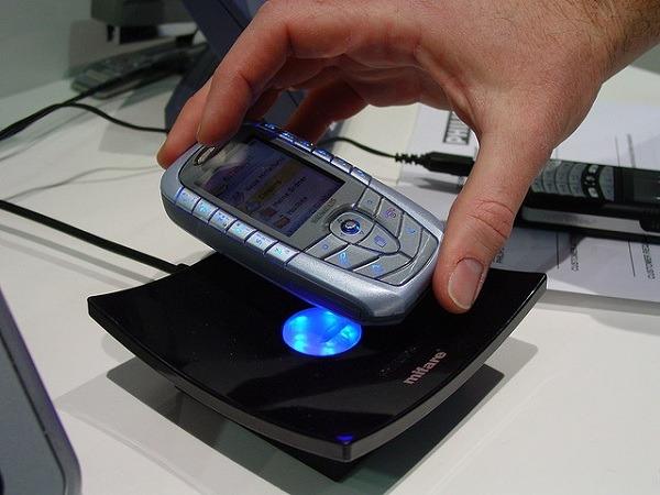 Pagos con el móvil, las operadoras españolas pactan desarrollar la tecnología NFC
