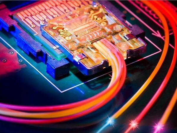 Intel Thunderbolt llegará a los ordenadores PC en 2012